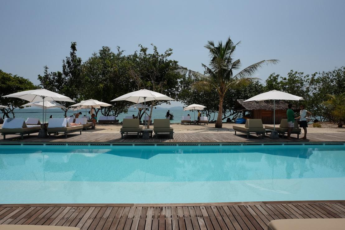 Swimming pool at COMO beach club. X70+ WCL