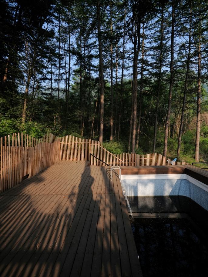Pool deck. GFX + GF23mm