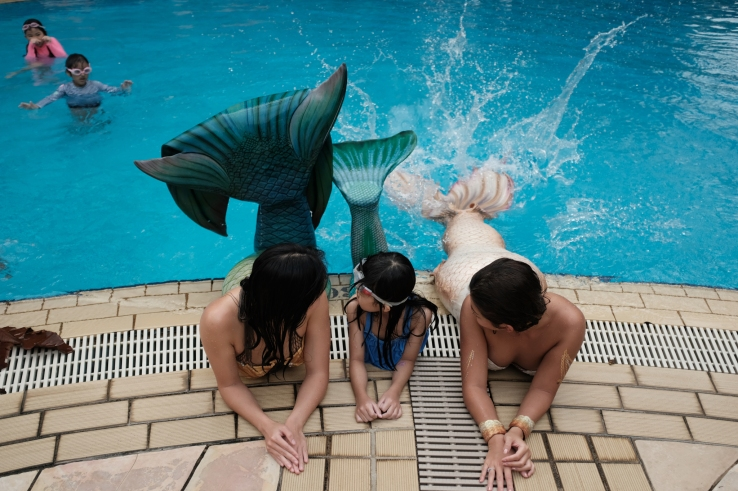 Mermaids certainly know how to have a splashing good time.