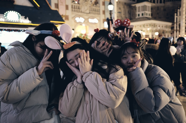 Students. Lotte World. XF23mm F2